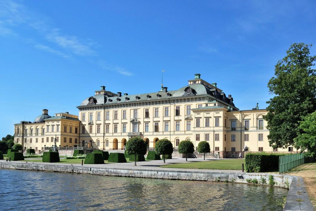 Το παλάτι Drottningholm όπως φαίνεται απ' το νερό
