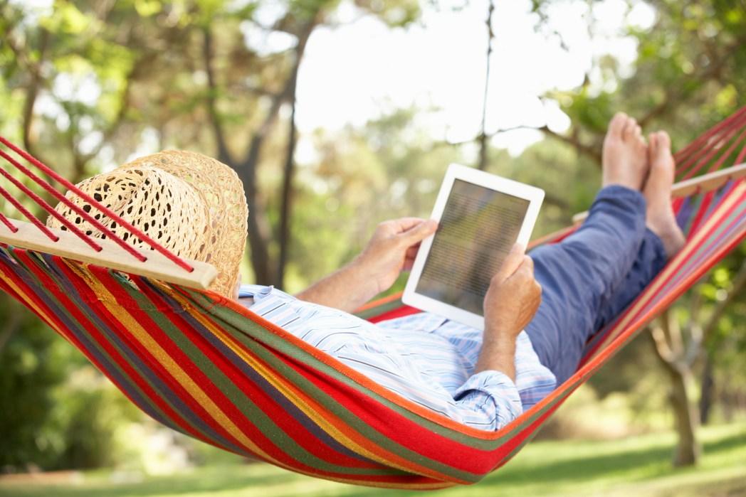 Καλοκαιρινό διάβασμα σε tablet