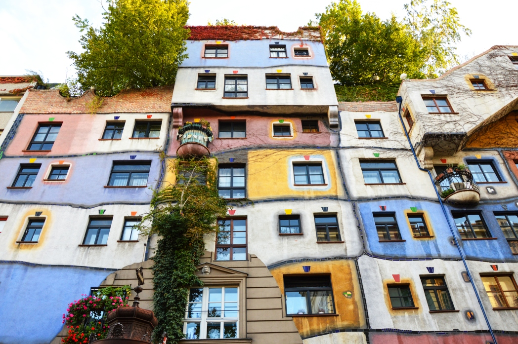 Άποψη του σπιτιού του Φριντενσράιχ Χουντερτβάσερ Hundertwasserhaus