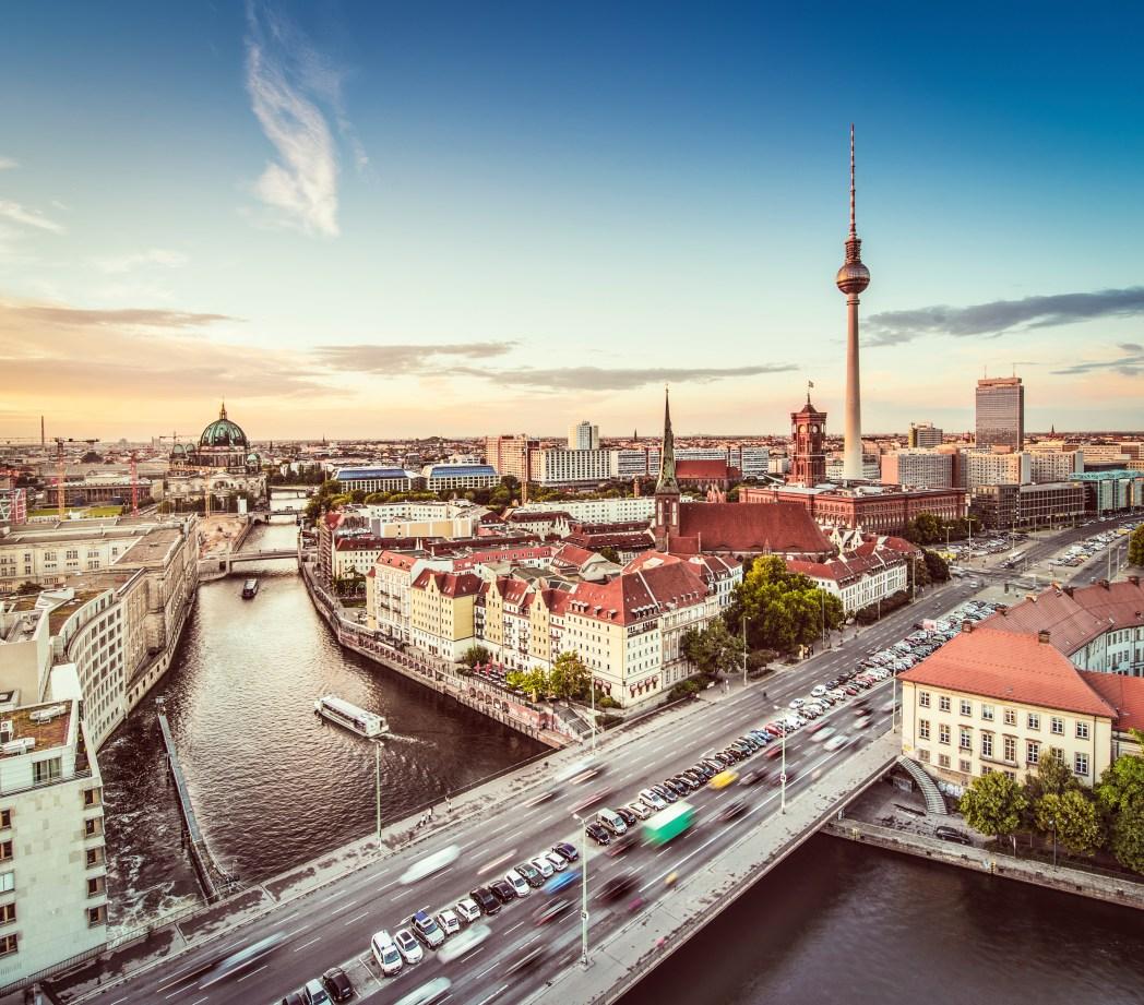 To Bερολίνο από ψηλά με τον Πύργο της Αλεξάντερπλατς στο φόντο