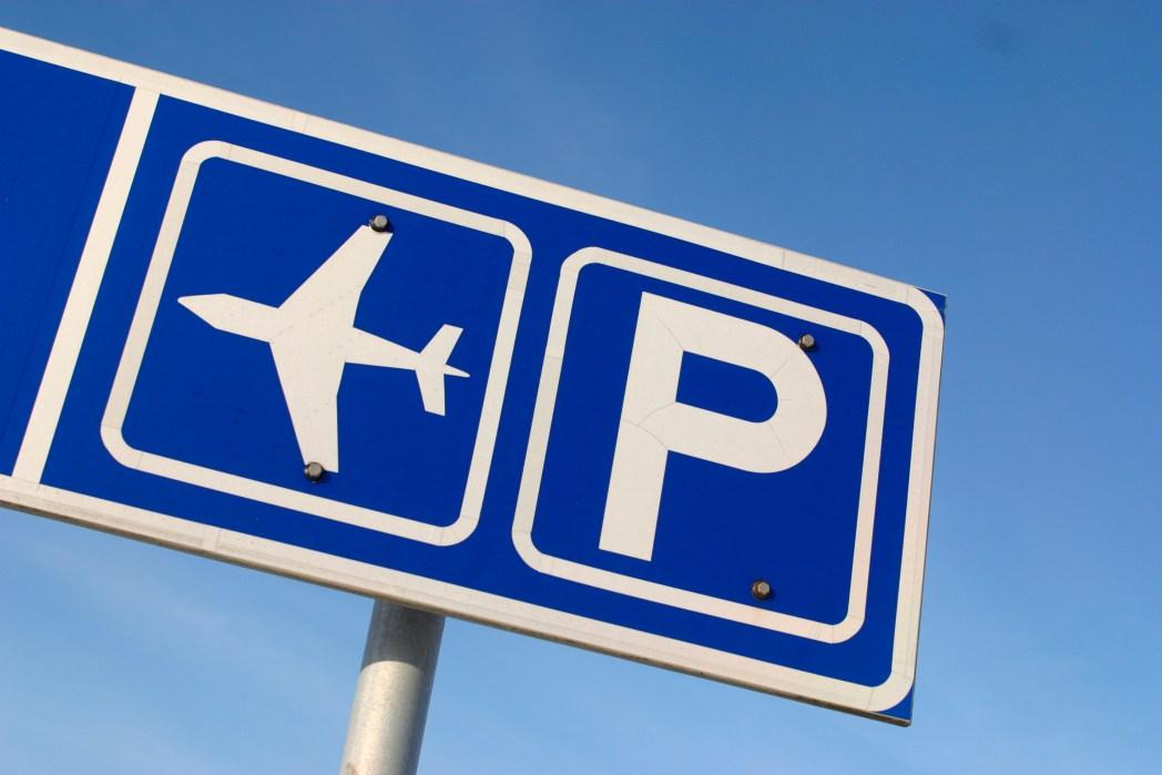 Ταμπέλα για το πάρκινγκ του αεροδρομίου