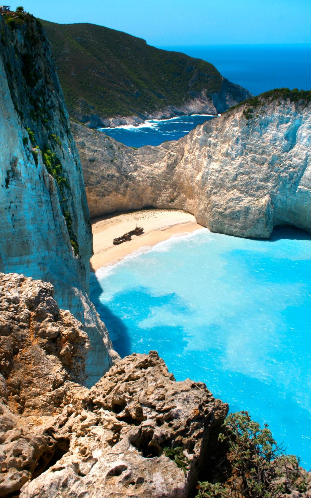 Κάντε βουτιά στην παραλία Ναυάγιο της Ζακύνθου, μία απ' τις πιο ξεχωριστές παραλίες της Ελλάδας