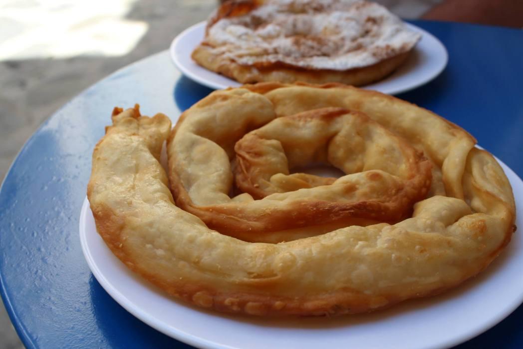 Παραδοσιακή σκοπελίτικη στριφτή τυρόπιτα στον Μιχάλη