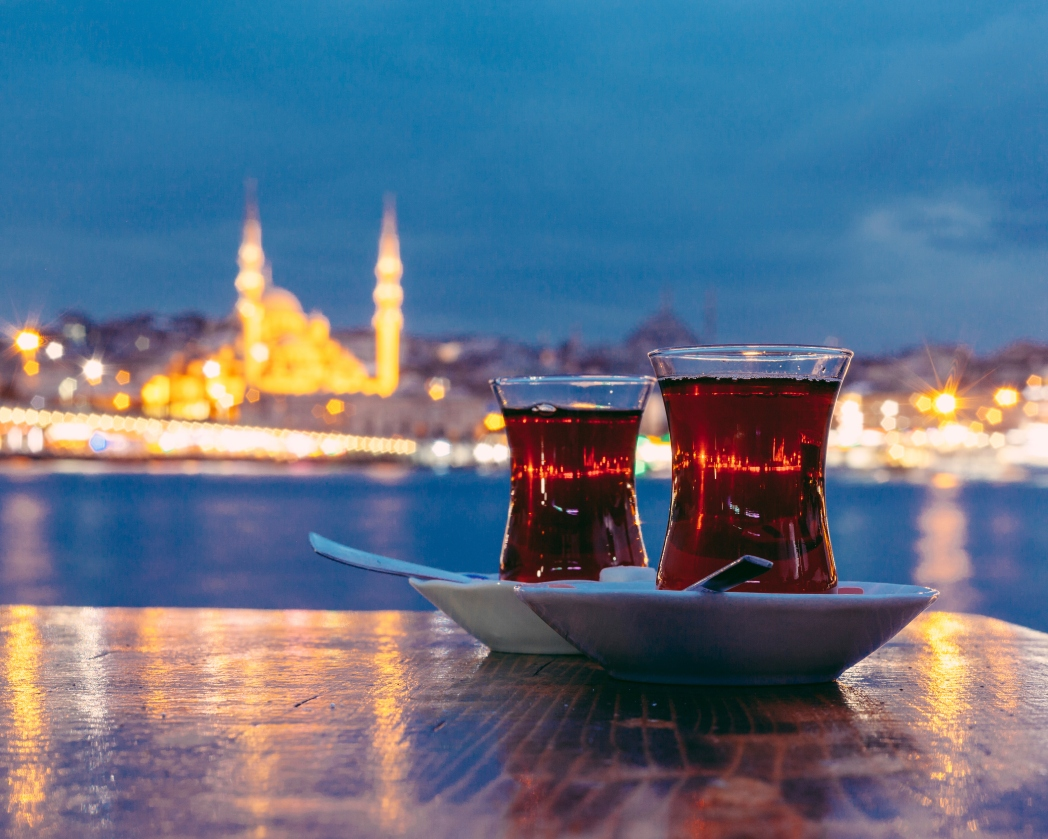 Τσάι με φόντο την Κωνσταντινούπολη