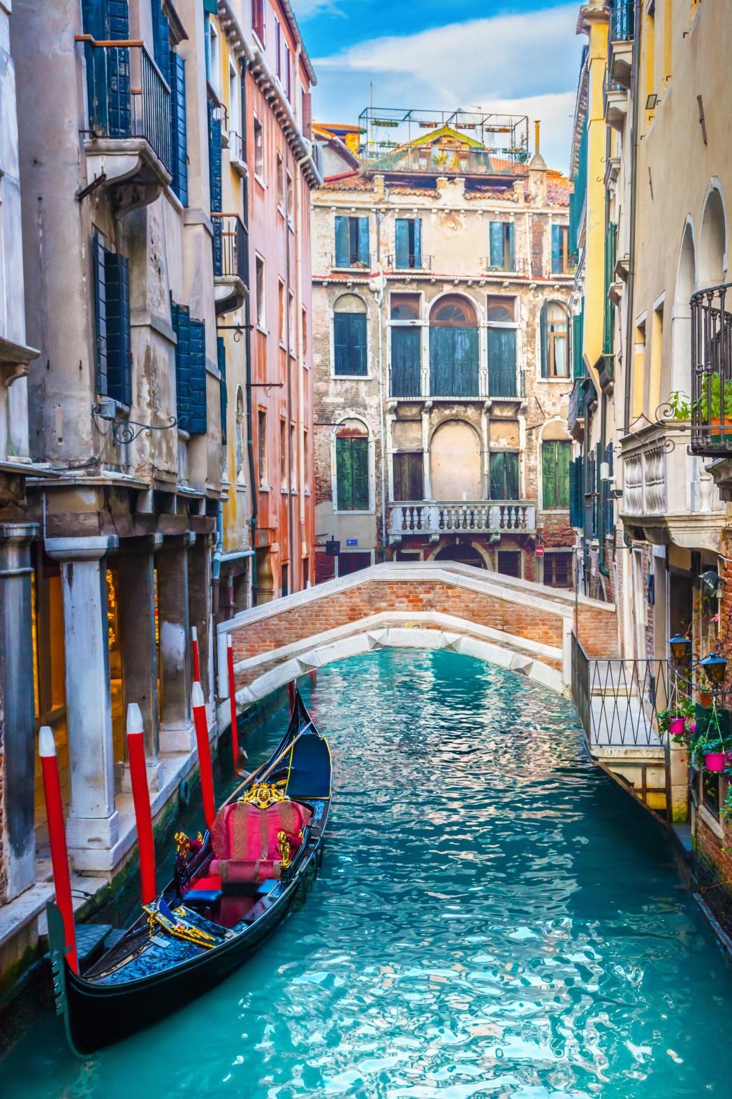 Χαρακτηριστικό της όμορφης Βενετίας κανάλι